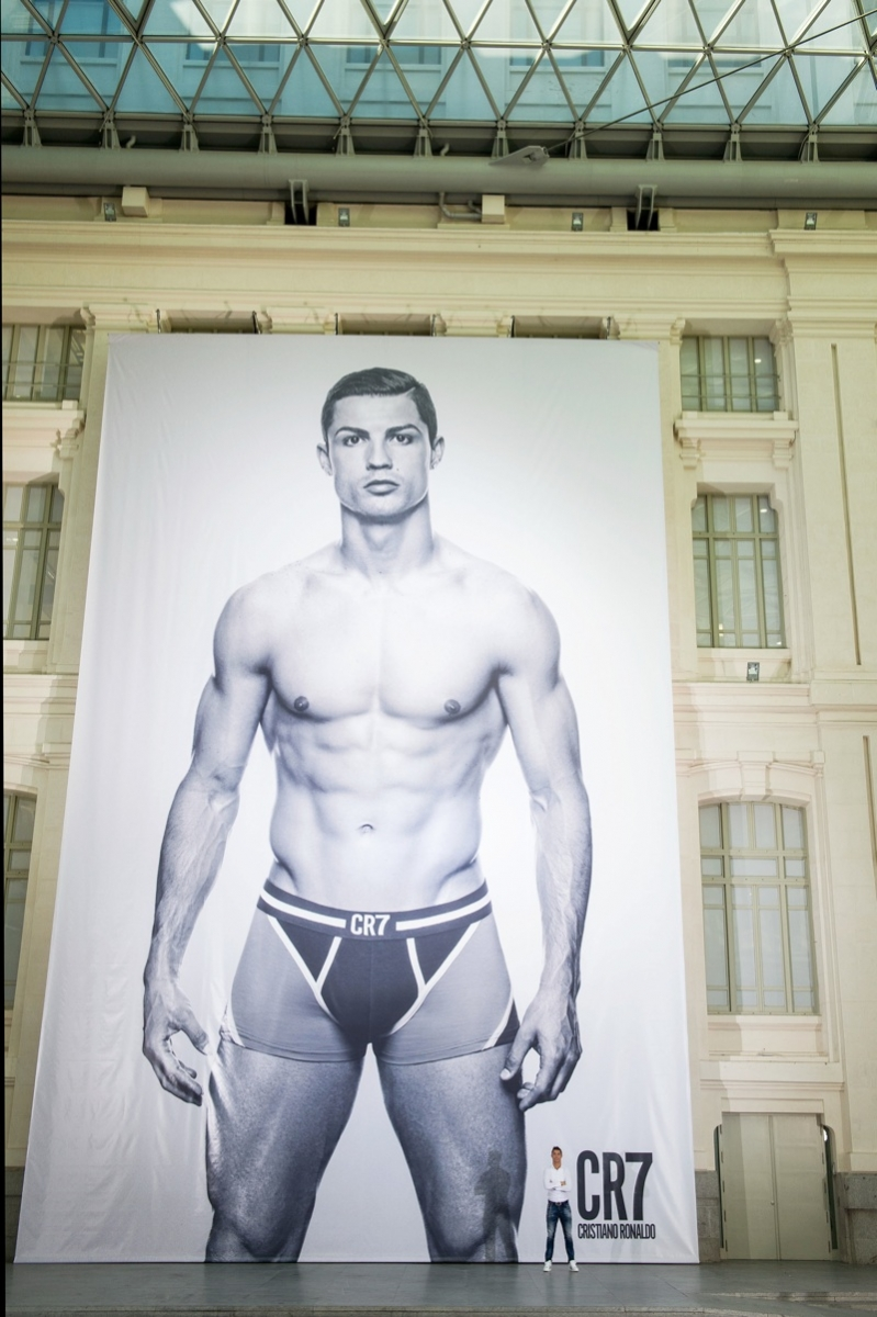 800x1202xcristiano-ronaldo-cr7-global-launch-001.jpg.pagespeed.ic_.oi1ohjc6hx.jpg